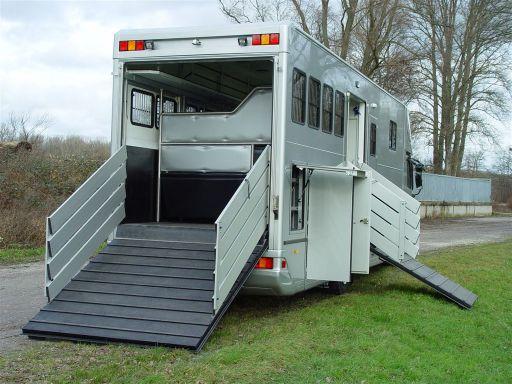 pferdetransporter kleinanzeigen. Black Bedroom Furniture Sets. Home Design Ideas